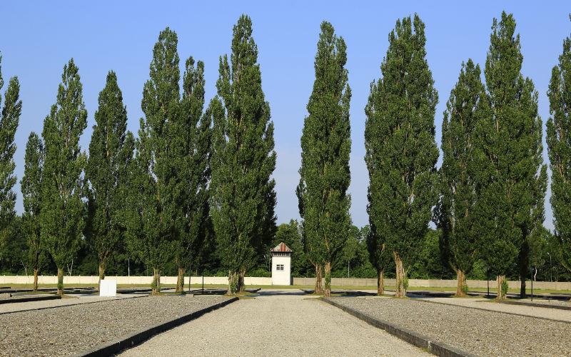 kamp Dachau bezoeken