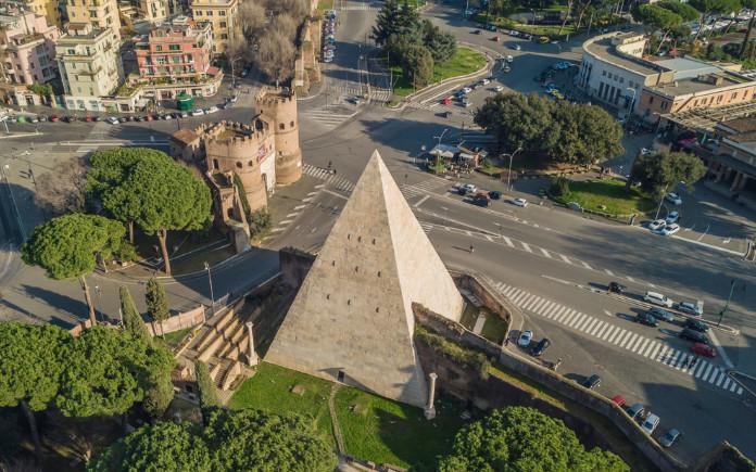 wat te doen in rome piramide van cestius
