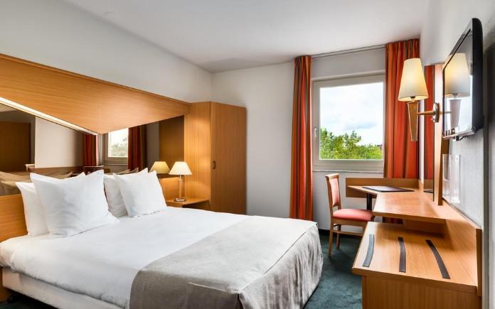 NH Best Hotel Eindhoven park sleep fly